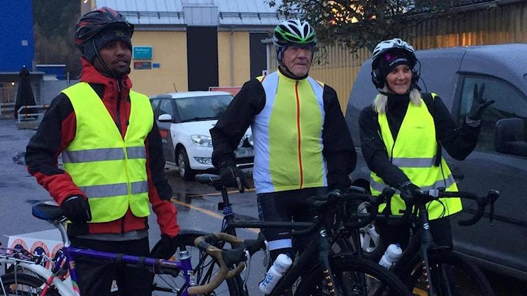 Anna, Ingvar och Mawia cyklar för Världens barn!