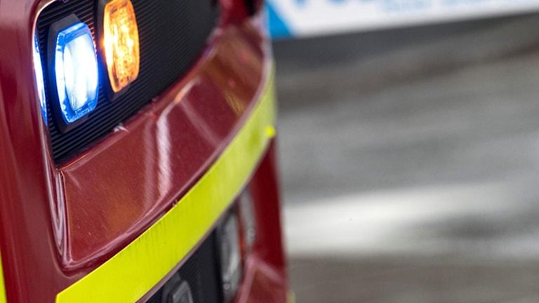 Räddningstjänstens fordon och polisavspärrning