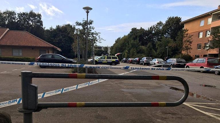 Polisens avspärrningar kring området där skottlossningen ägde rum. Foto: Sandra Killgren/Sveriges Radio.