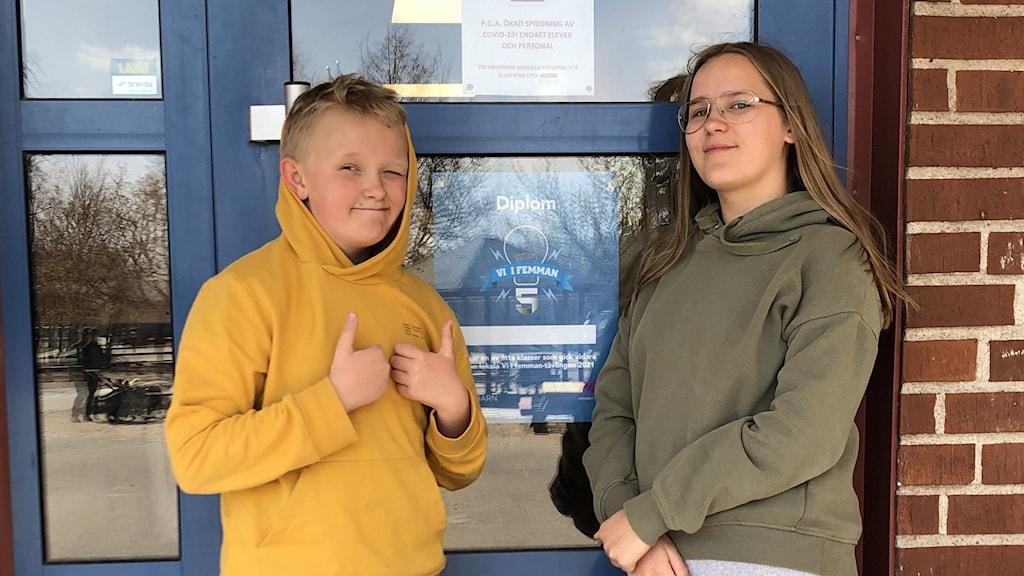 Theo Axelsson och Mille Vissing Madsen från Lyngåkraskolen.