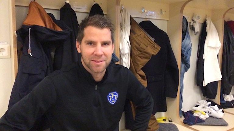 Stefan Rodevåg sitter i Falkenbergs FF:s omklädningsrum.