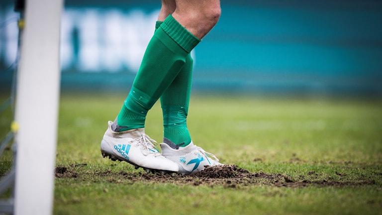 Kungsbackas fotbollsgräsplaner stängs ner tills vidare på grund av den rådande torkan och bevattningsförbudet.