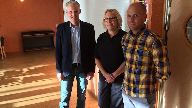 Från vänster: Fredrik Hansson, ordförande servicenämnden. Ann Andersson restaurangchef Kolla, Joakim Carlsson, logistiker