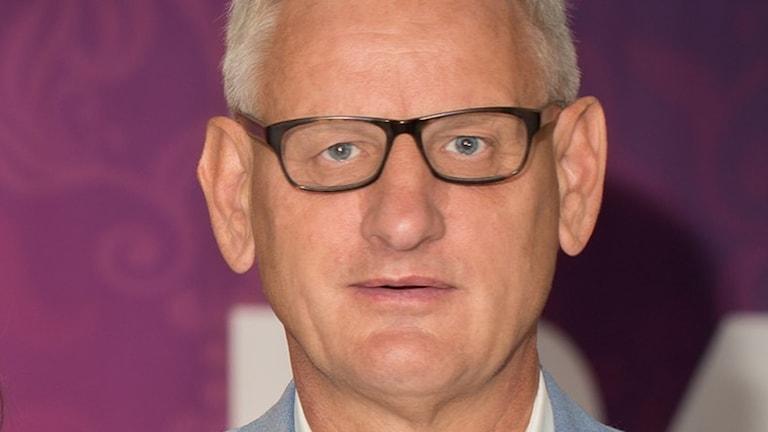 Carl Bildt (M) ser förvånad ut.