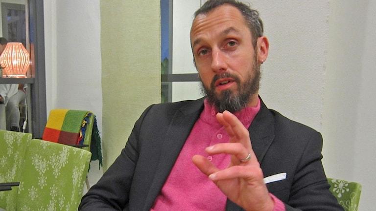 Patrick Migas vill i första hand förebygga radikalisering i våldsbejakande riktning. Foto: Göran Frost/Sveriges Radio