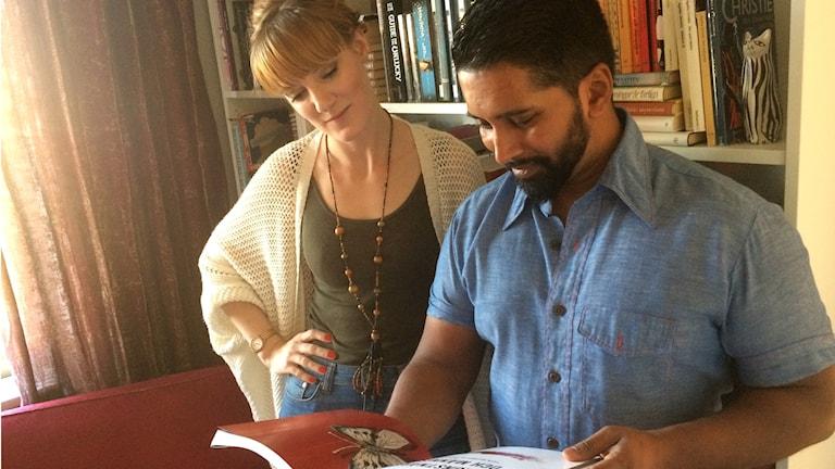 Catharina och Daniel Sanjay är författarna till boken om konstnären från Laholm.