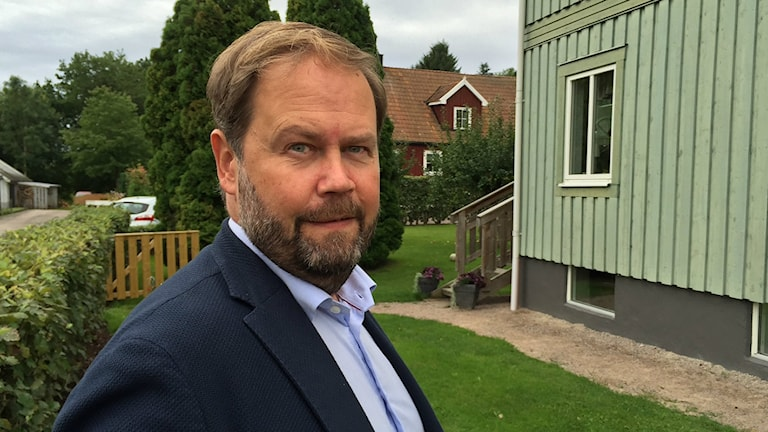 Peter Johnsson fastighetsmäklare märker ett större intresse för lite billigare bostäder än tidigare.