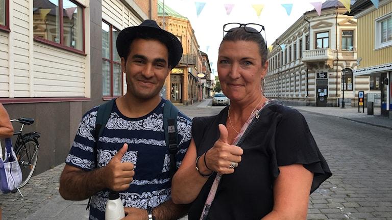 Ulrika Gustafsson och Zubair Bigzad från föreningen Agape