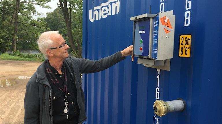 Gert Bengtsson, driftingenjör på Laholmsbuktens VA vid vattenkiosken.