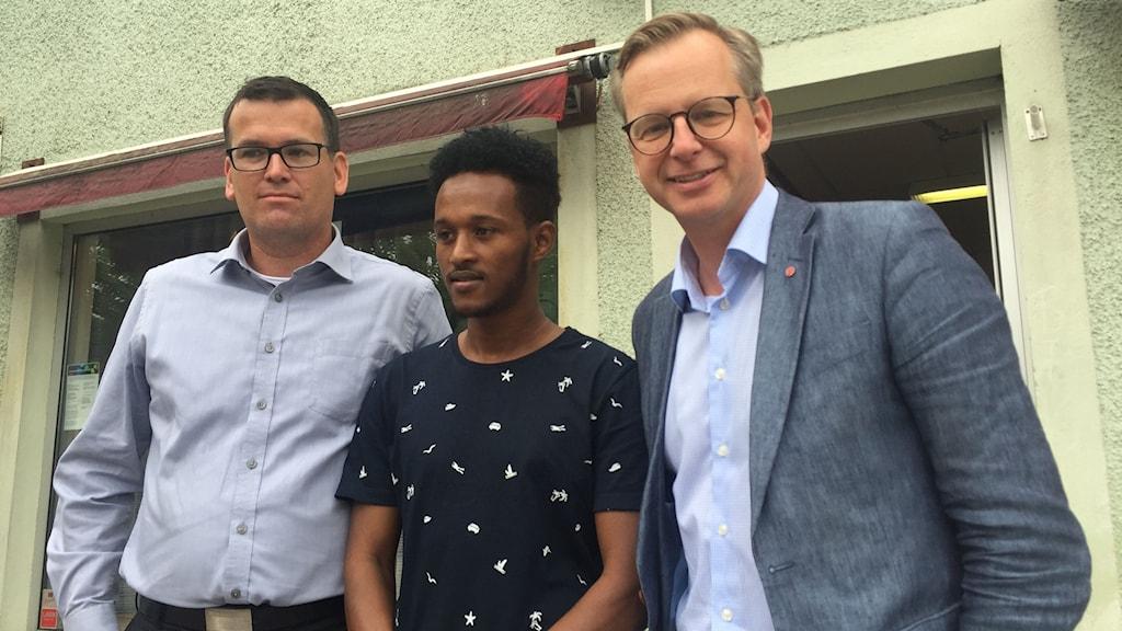 Ronny Lövqvist (S) kommunstyrelsens ordförande i Hylte, Mustafe Ahmed ordförande i SSU i Hylte och näringsminister Mikael Damberg (S).