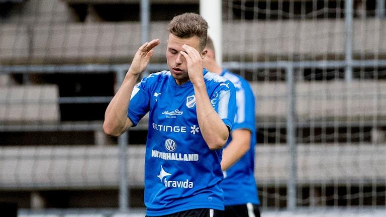 Gabriel Gudmundsson i blåa HBK-tröjan.