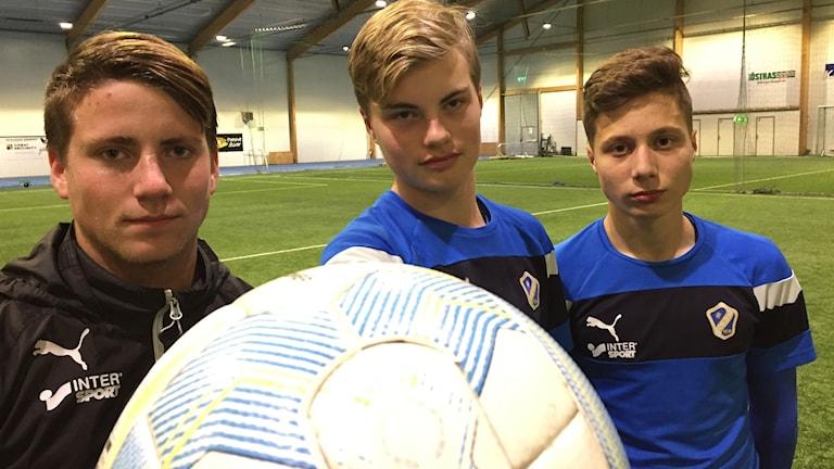 Casper Lundin, Johan Gudmundsson och Lirak Cakolli i HBK:s U17-lag.