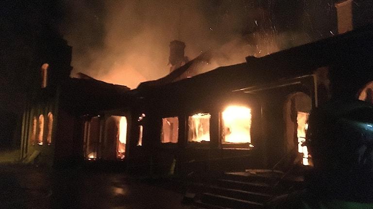 Under natten totalförstördes Maredsskolan i Oskarström i en brand.
