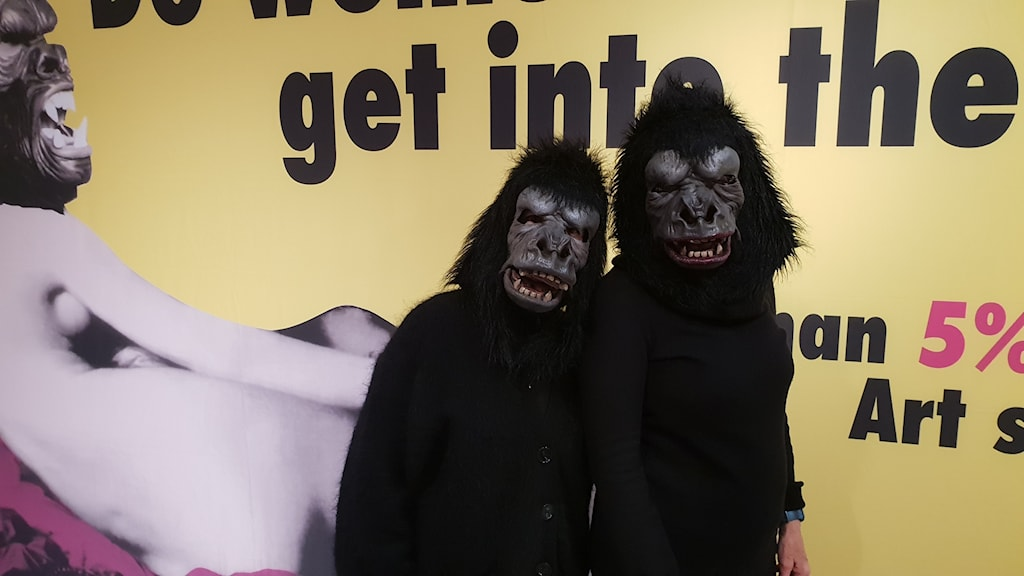 Två deltagare i nätverket Guerilla girls.