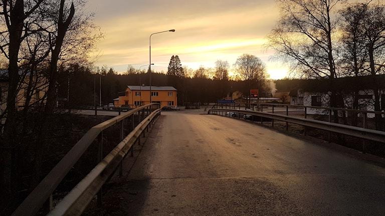 Bron över Västerån i Kinnared är farlig för de som går och cyklar