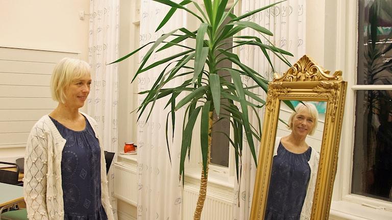 Karin Andersson, musiklärare på Sturegymnasiet i Halmstad som haft Melloduon Mariette Hansson och Emmi Christensson som elever. Foto: Henrik Martinell/Sveriges Radio.