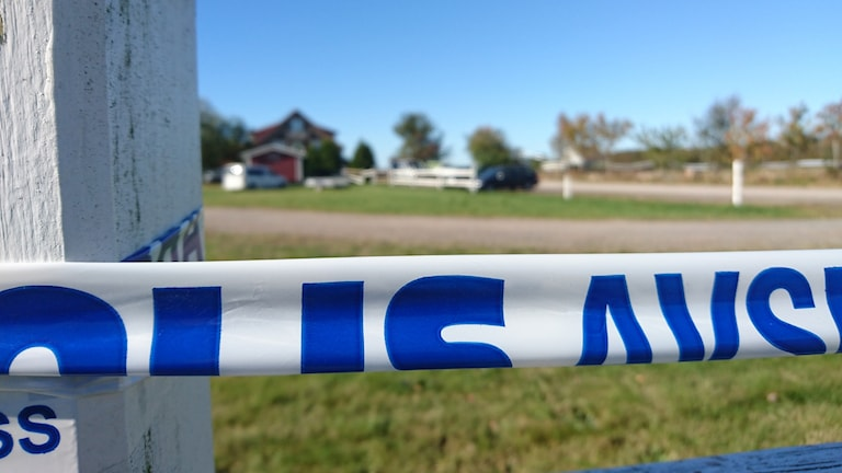 En kvinna i 30-årsåldern har hittats död utanför Falkenberg.