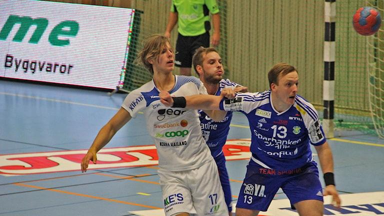 Aranäs fick inte alls bollen dit man ville. Foto: Per Söderhjelm/Sveriges Radio