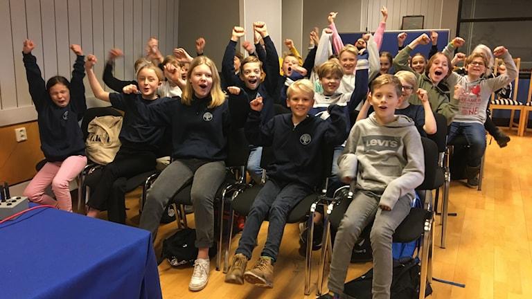 Särö Montessoriskola var strålande glada efter vinsten av den första kvartsfinalen av Vi i femman.