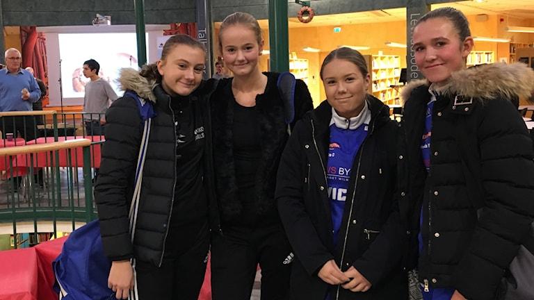 Alba Foberg, Emma Löv, Smilla Cederberg och Amanda Yngve går på Varlaskolan i Kungsbacka. Foto: Casper Sewerin