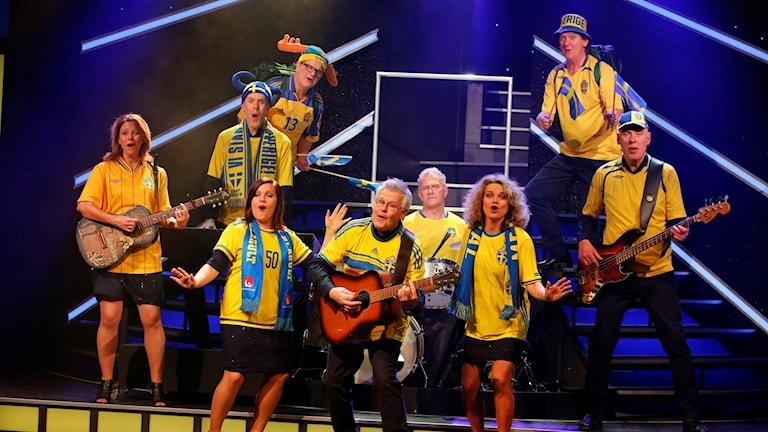 Fotbollslandslagets VM-kvalfyllda höst har en plats i årets Falkenbergsrevy.
