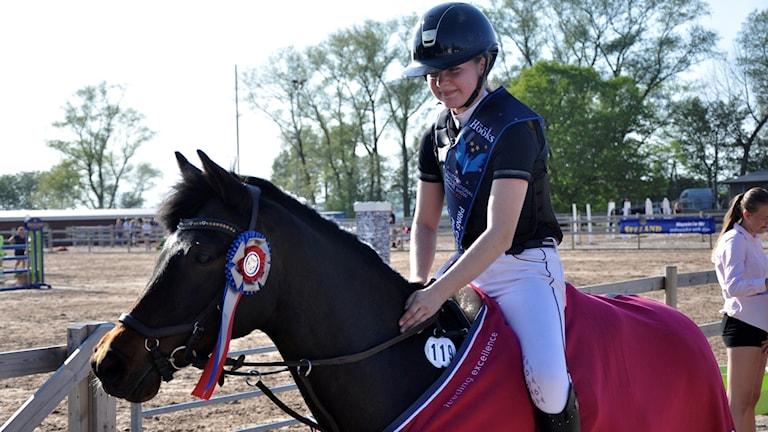 Halmstadryttarinnan Felicia Damouni tillsammans med sin ponny Joyce tog hem segern i kategori C.