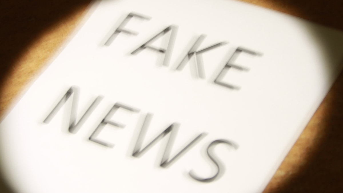 Papper på fake news