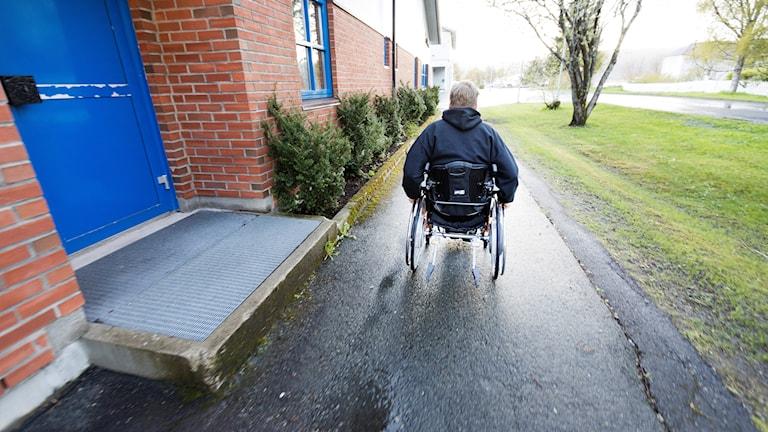 En rullstolsburen man.
