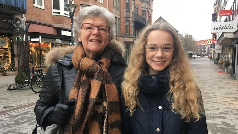 Inga Nilsson med barnbarnet Lisa Johannesson.