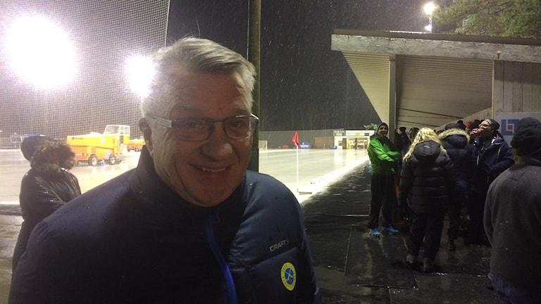 Svenska bandyförbundets ordförande Stig Bertilsson på besök på Sjöaremossen. Foto: Patric Ljunggren/ Sverigesradio