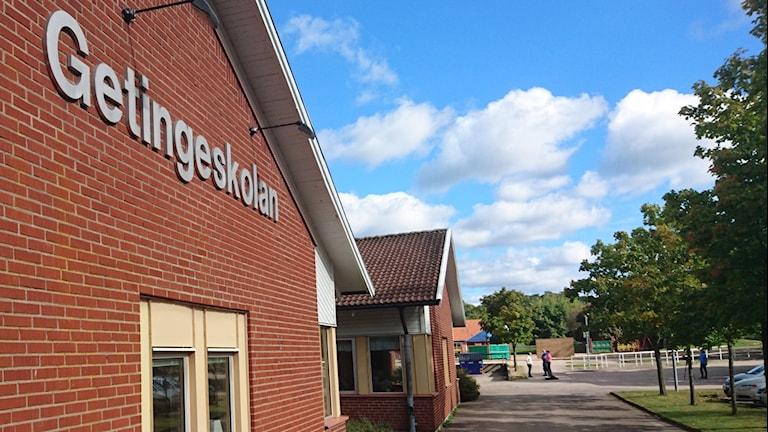 Besked om vart Getingeskolan elever ska ta vägen. Foto: Sveriges Radio