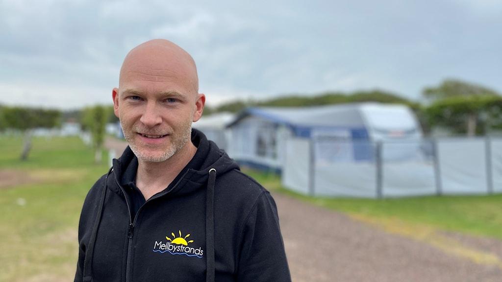 Fredrik Nilsson, ägare av Mellbystrands camping utanför Laholm.