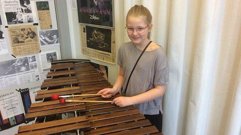 Thelma Arnell provade olika instrument på Kultursskolan i Varberg.