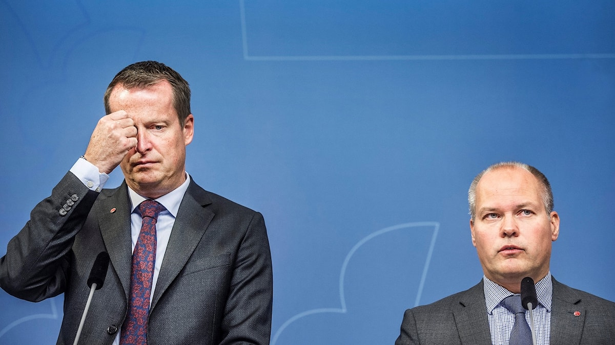 Inrikesminister Anders Ygeman (S) och justitie- och migrationsminister Morgan Johansson (S) presenterar regeringens nya åtgärder för att verkställa utvisningsbeslut.