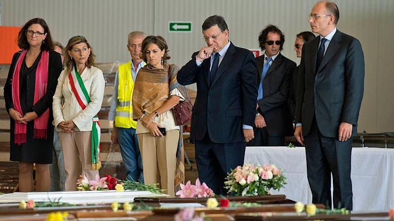 Sveriges EU-kommissionär Cecilia Malmström, EU-kommissionens ordförande José Manuel Barroso och Italiens premiärminister Enrico Letta besökte Lampedusa i veckan. Foto: Scanpix.
