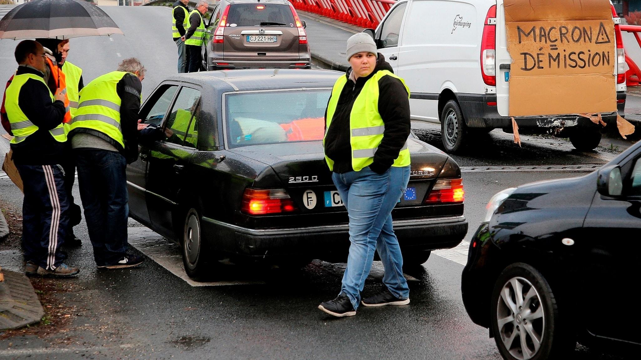 Gula västar protesterar i Frankrike