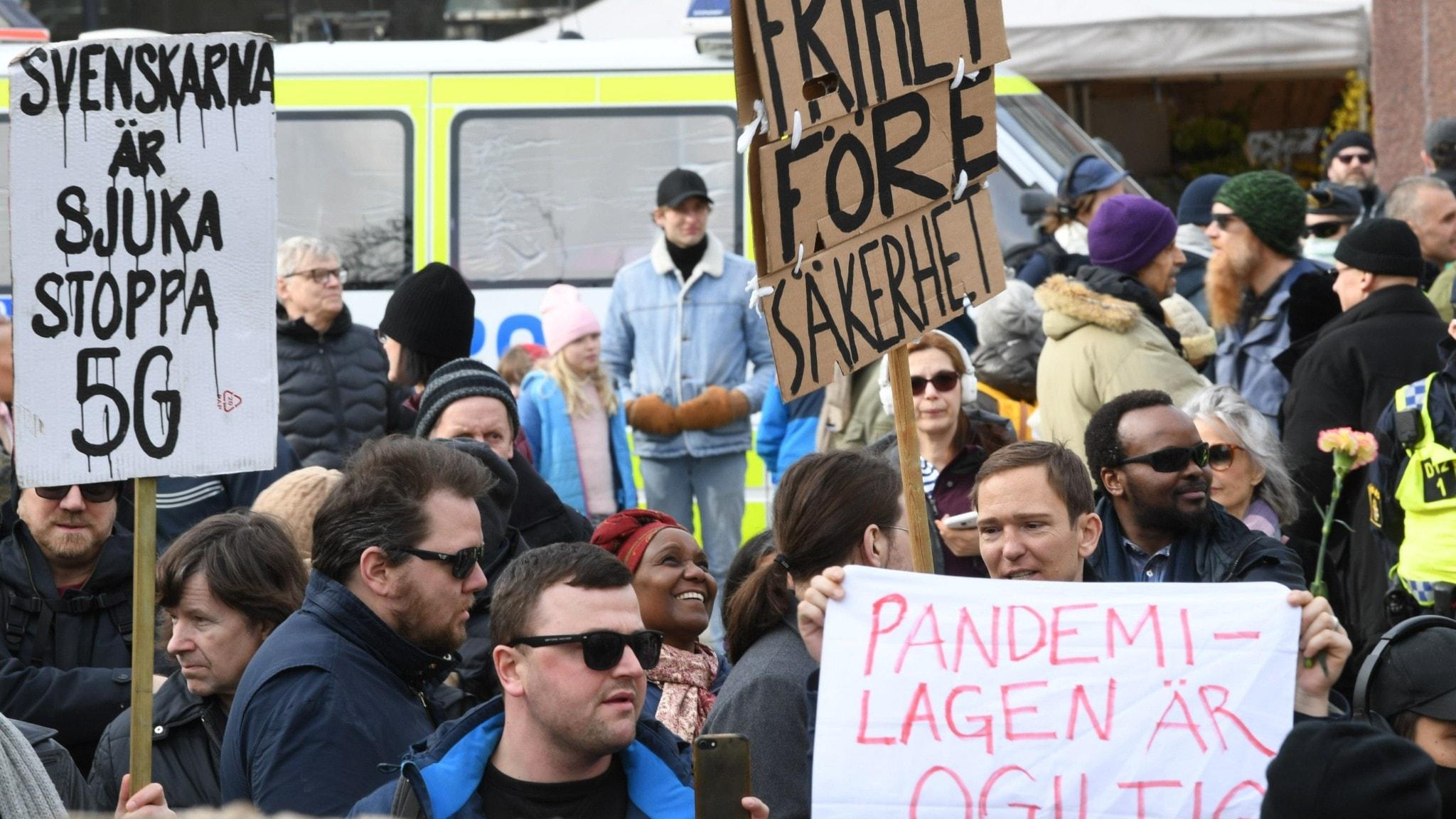 Coronademonstration i Stockholm i mars.