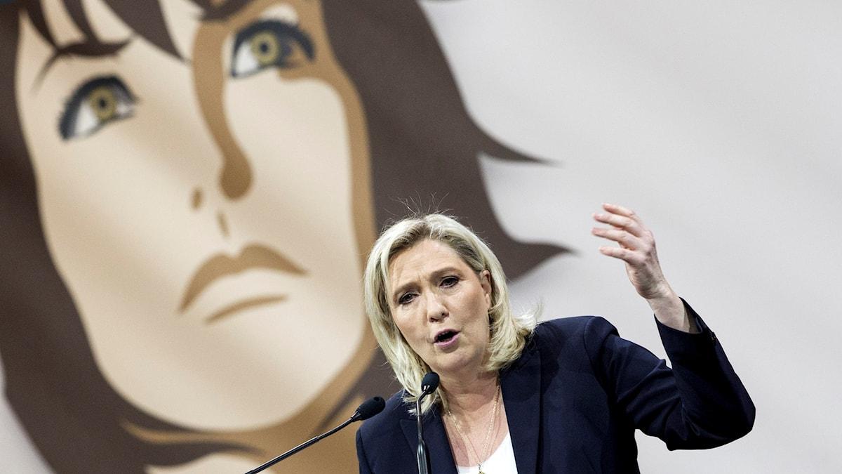 Front Nationals partiledare Marine Le Pen på feministisk offensiv.