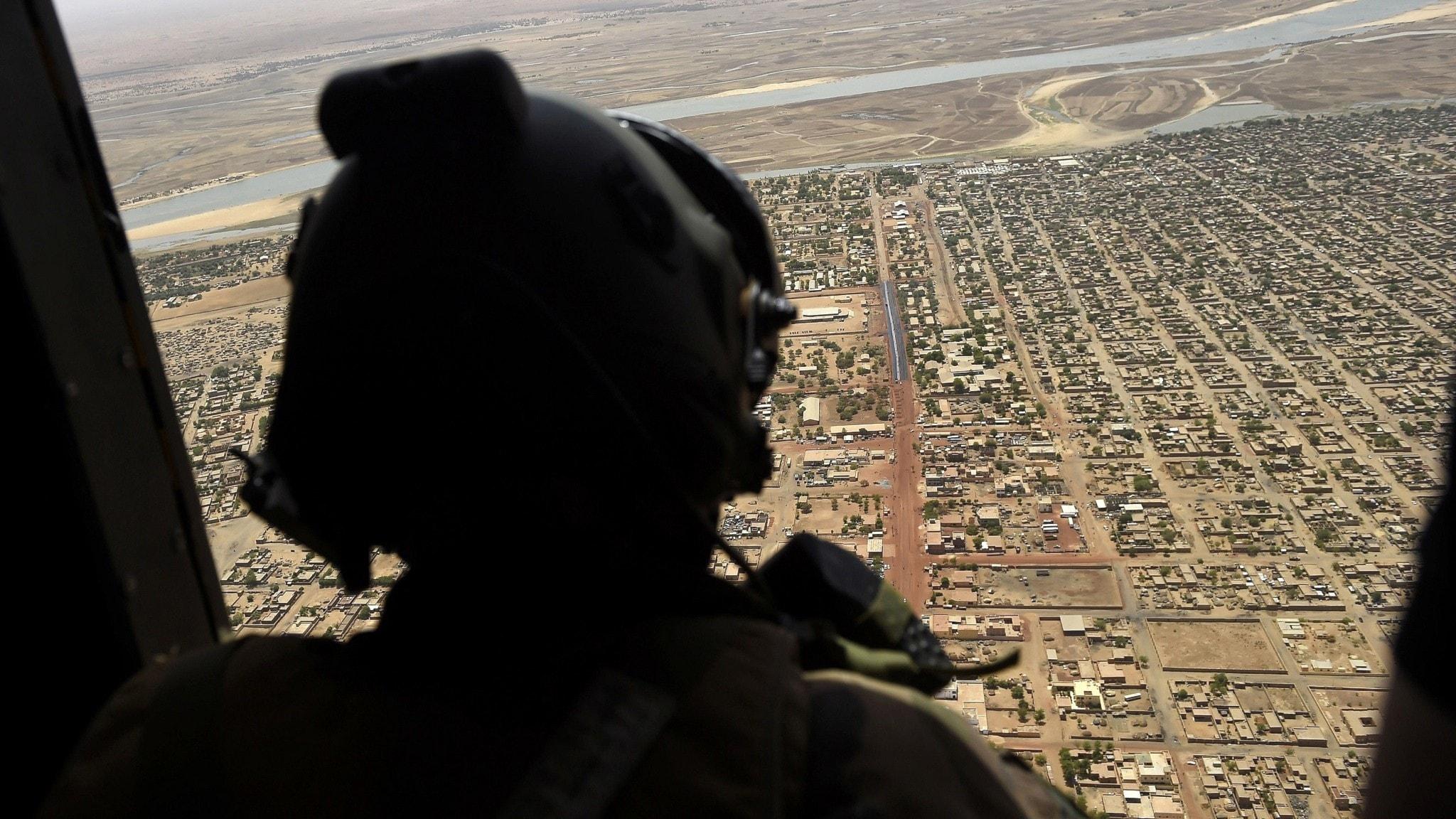 helikopter med militär i mali