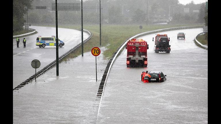 Översvämningar som den här i Malmö i augusti 2014 kan sätta kommunernas krisberedskap på hårda prov. (Foto: Stig-Åke Jönsson / TT)