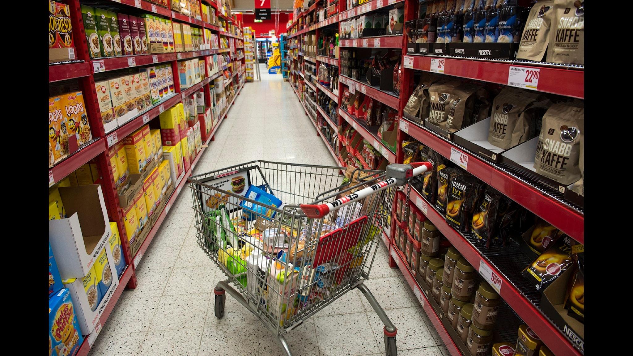 Burkar, påsar, kartonger och flaskor – förpackningar finns överallt i det moderna samhället. (Foto: Fredrik Sandberg / TT)