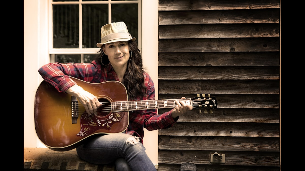Jill Johnson i nya säsongen av Jills veranda. (Foto: Janne Danielsson /SVT)