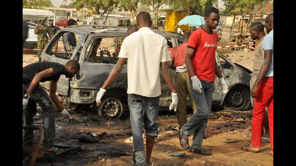 Förödelsen efter att en självmordsbombare från Boko Haram utlöst en bomb på en busstation i Nigeria 2015. (Foto: Muhammed Giginyu / TT)