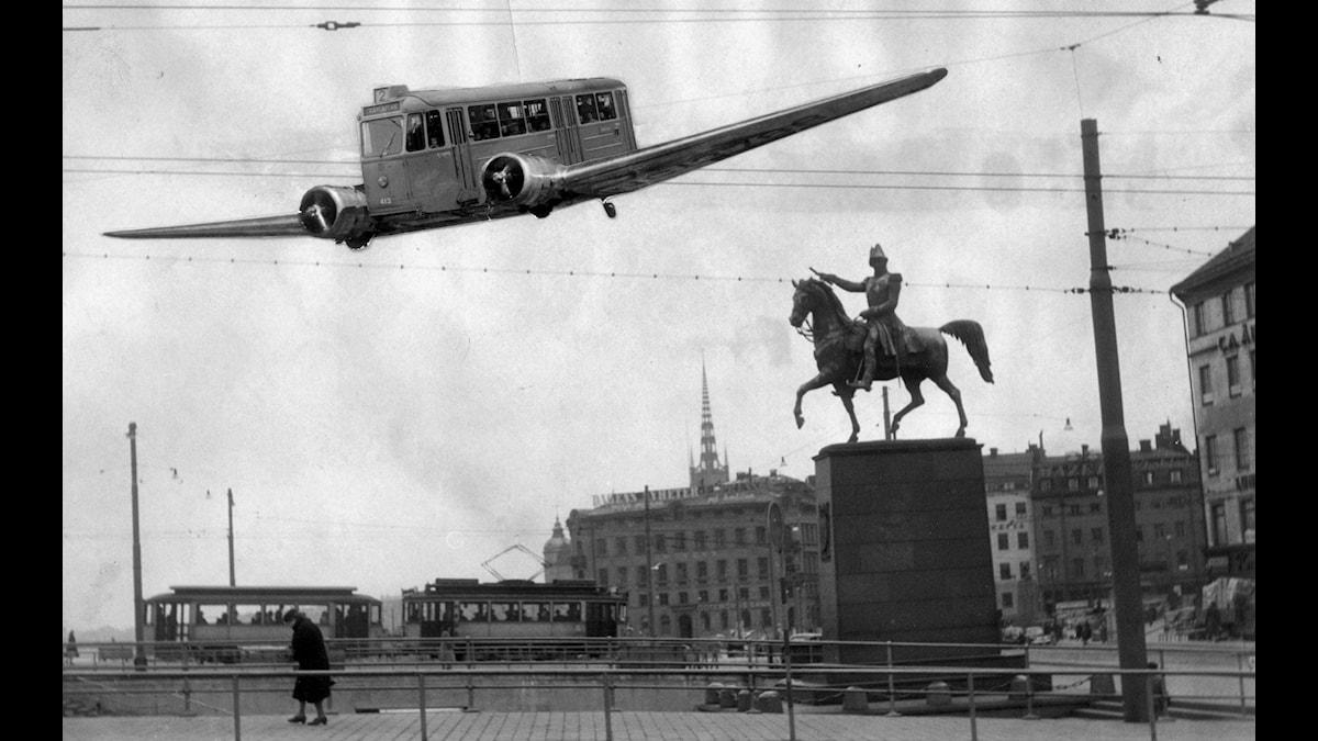 Aprilskämt från 1950 som handlade om hur spårvagnsflyget skulle gå inne i stan. (Och bilden är alltså naturligtvis ett montage.)