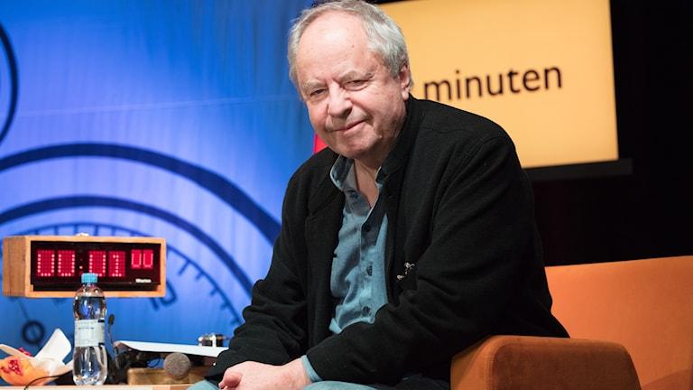 Notarius publicus Helge Skoog i På minuten-studion.