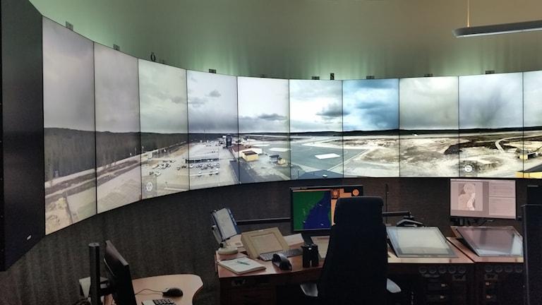 Örnsköldsviks flygplats har fjärrstyrd flygledning ock sköts från Sundsvall.
