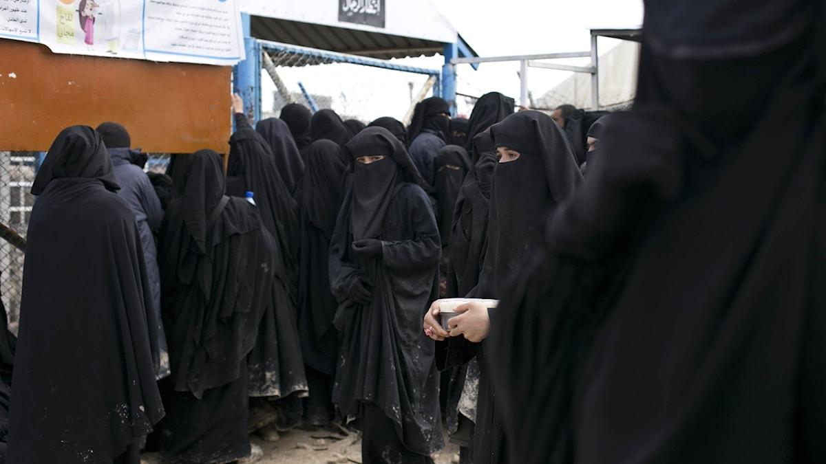 Kvinnor i lägret i Al-Hol i Syrien.