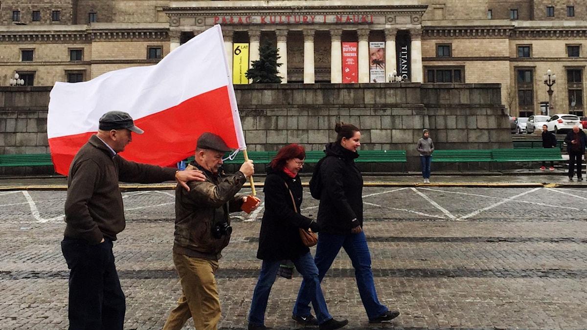 På väg till minnesceremoni i Polen