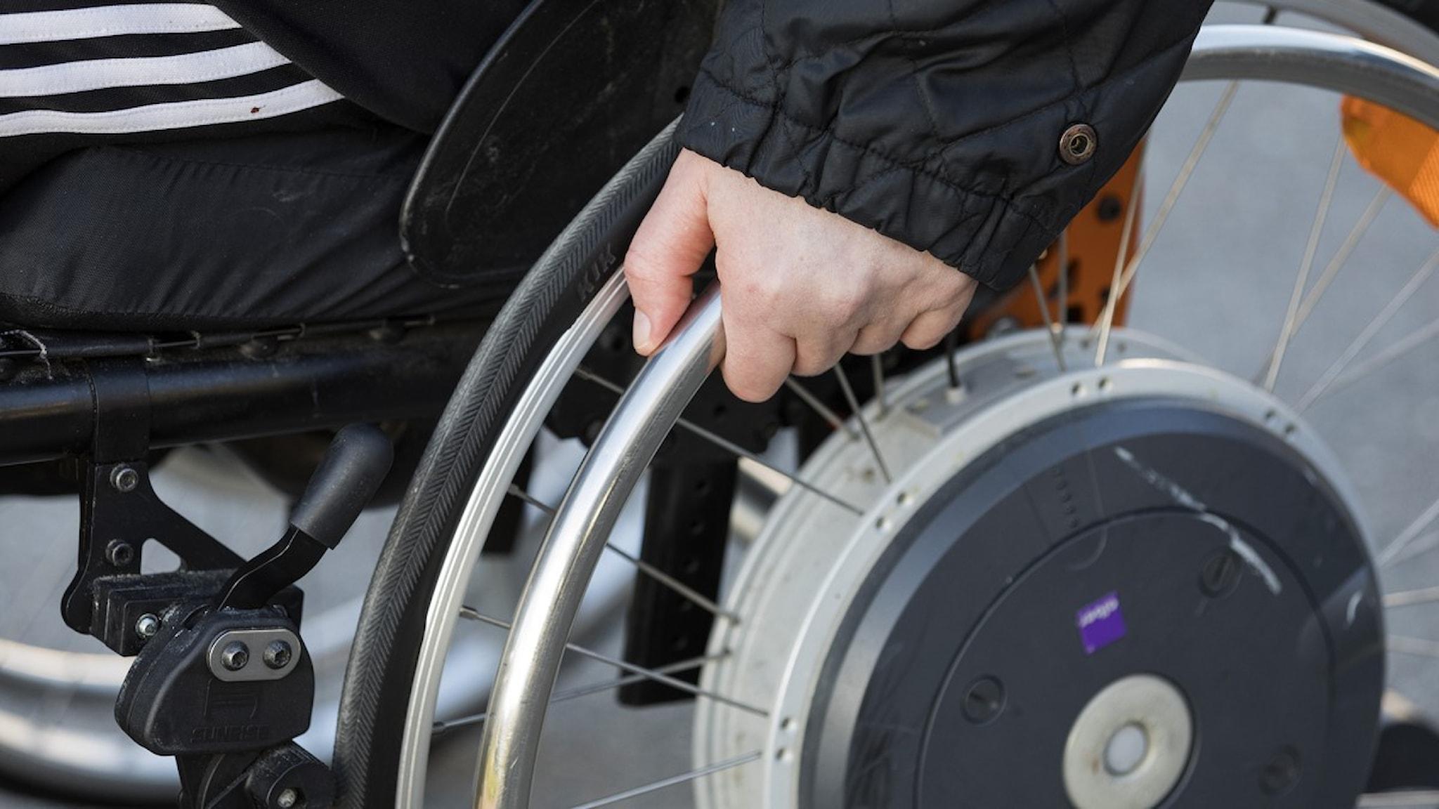 Bild på man i rullstol