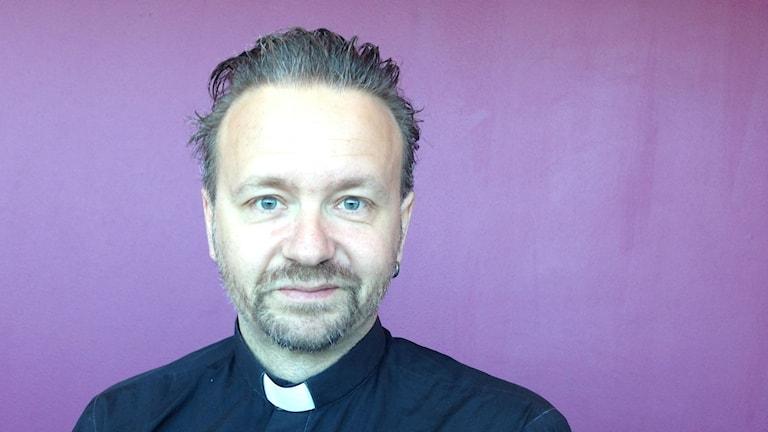 Kent Wisti är präst, bildkonstnär och satirtecknare. Foto: Agneta Nordin/Lokatt Media i Malmö.